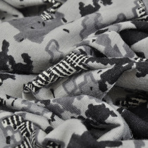 Смесовый трикотаж в серых тонах с рисунком гусиные лапки