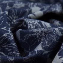 Джинс жаккардовый темно-синего цвета стрейч