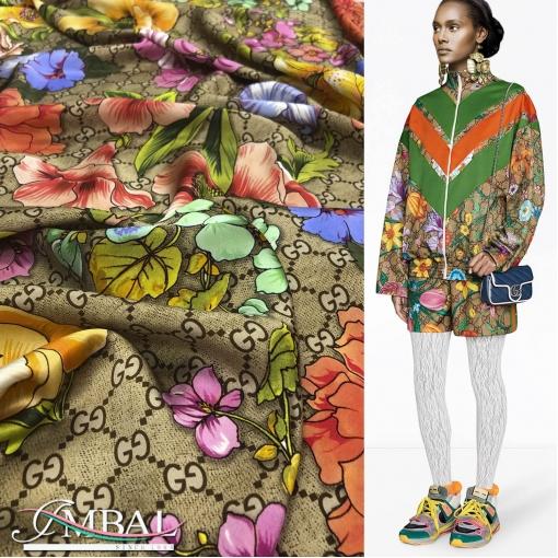 Шелк атласный принт Gucci яркие крупные цветы на золотисто-кофейном фоне