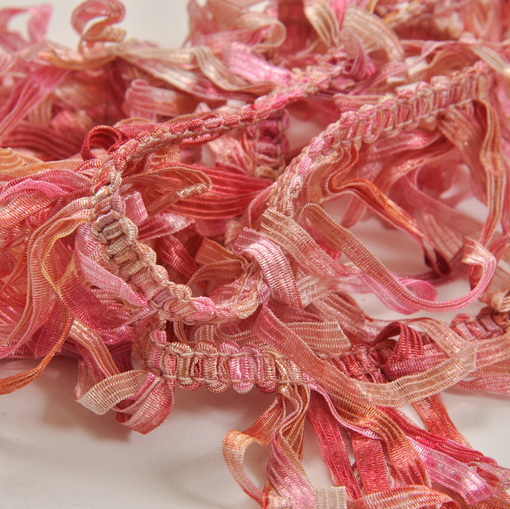 Тесьма-бахрома на резинке в розовых тонах
