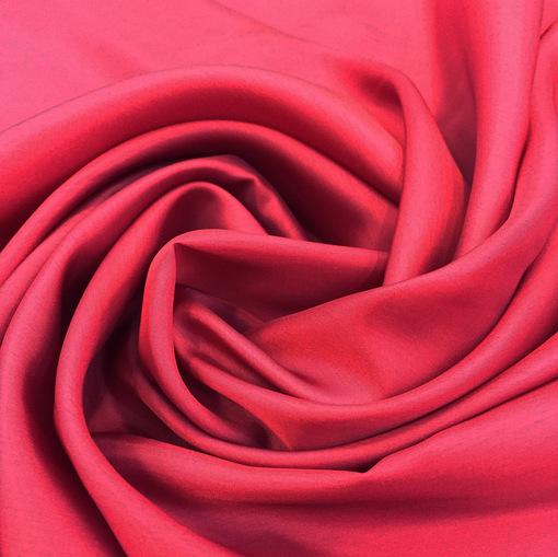 Вискозная подкладка малинового цвета