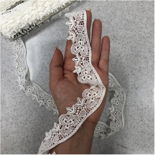 Тесьма кружевная макраме ванильные цветочки клевера