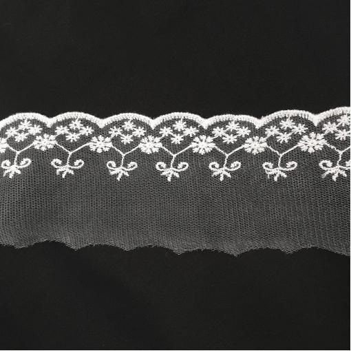 Кружево узкое на сетке белого цвета