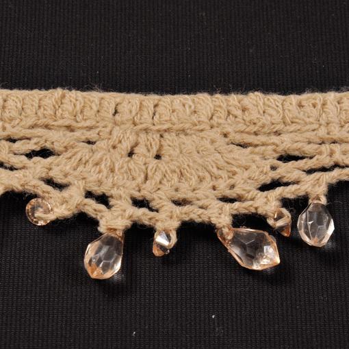 Бежевое вязанное кружево-тесьма со стеклярусом