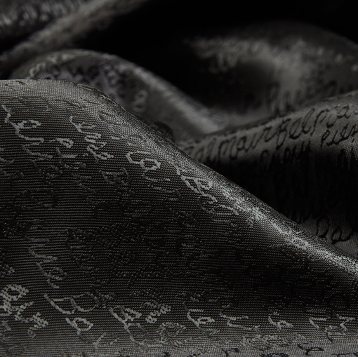 Вискозный подклад черный с мелким жаккардовым шрифтом