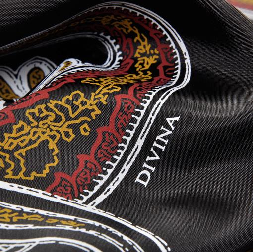 Вискозный подклад Divina черный фон с красно-желто-черными огурцами