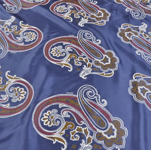 Вискозный подклад Divina сине-голубой фон с красно-желто-черными огурцами