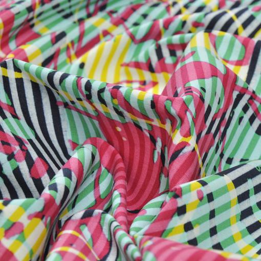 Хлопок рубашечный в поперечную изумрудную полоску с абстрактным рисунком цвета фуксии