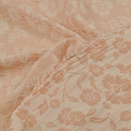 Розовый жаккард из хлопка со светлым цветочным рисунком