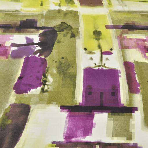 Вискоза плательная с геометрическим рисунком в салатово-сиреневых тонах