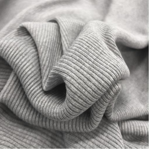Трикотаж вискозный стрейч лапша средне-серого меланжевого цвета