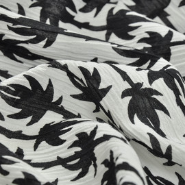 Хлопок креш белого цвета в мелкие черные пальмы