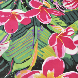 Хлопок блузочно-плательный с малиновыми цветами на изумрудном фоне