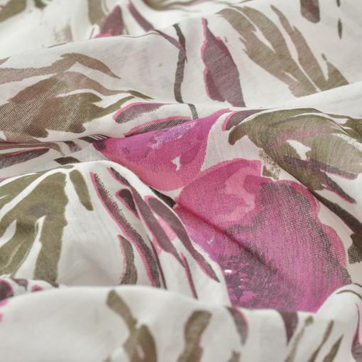 Хлопок батист с акварельными цветами вишневого цвета на белом фоне