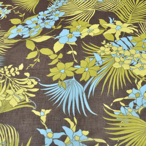 Батист хлопковый на коричневом фоне голубые и салатовые экзотические цветы