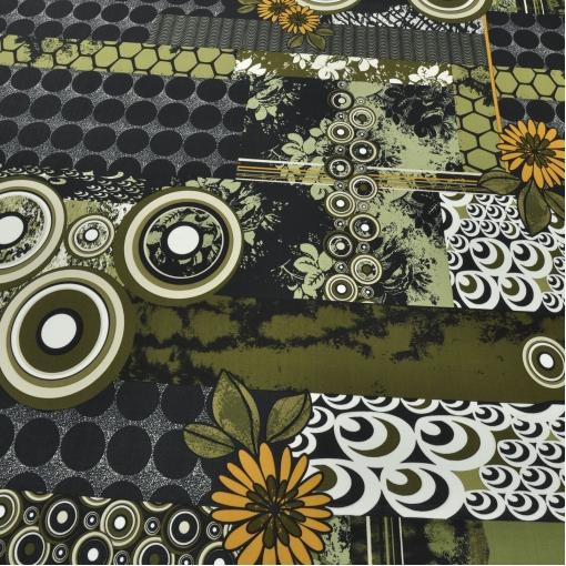 Вискоза стрейч зелено-черных тонов с крупными цветами