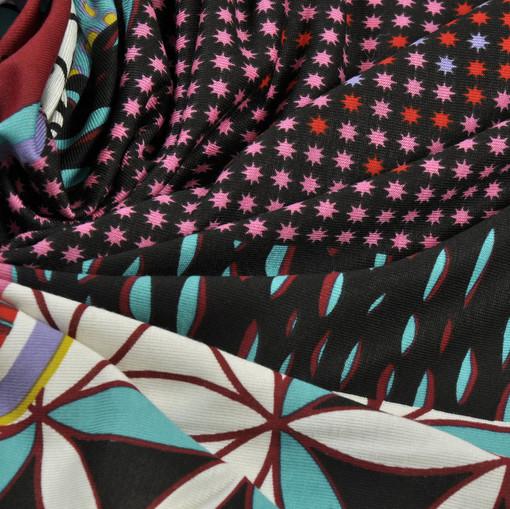 Вискоза стрейч с малиновым абстрактным геометрическим рисунком