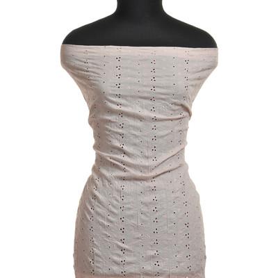 Вышивка крешированная бледно-розового цвета