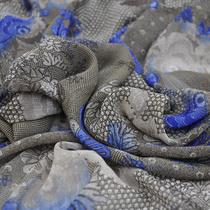 Блузочный шифон серо-коричневый с синим узором