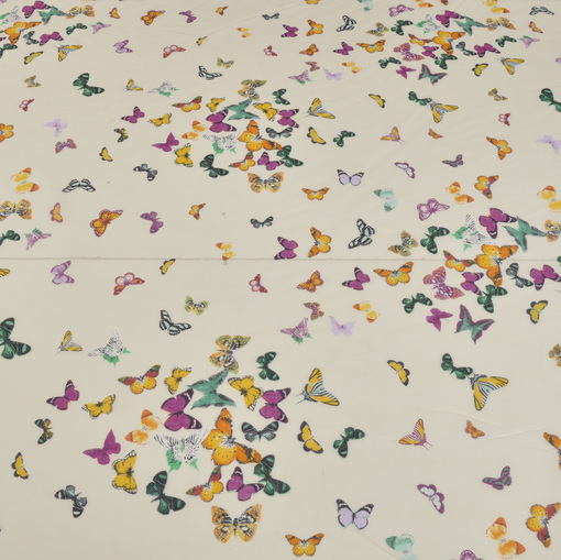 Батист молочного цвета в мелкие бабочки