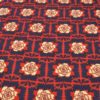 Вискоза крепдешин красного цвета с молочными цветами в середине квадрата из синих листьев