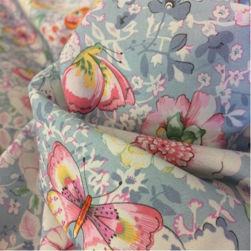 Хлопок тонкий принт Blumarine цветы и  бабочки на голубом фоне