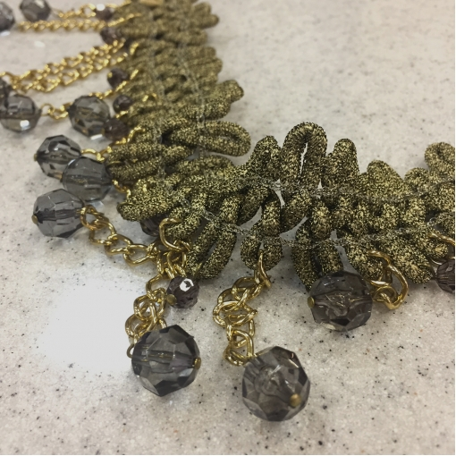 Тесьма нарядная стрейч с цепочками и стразами оливково-золотистого цвета (1шт - 30см)