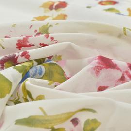 Муслин белый с рисунком из васильков и красных тюльпанов