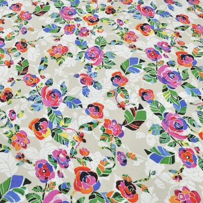 Вискозный батист бежевого цвета в красно-синие цветы