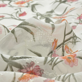 Вискоза жоржетная белого цвета с коралловыми цветами и вышивкой
