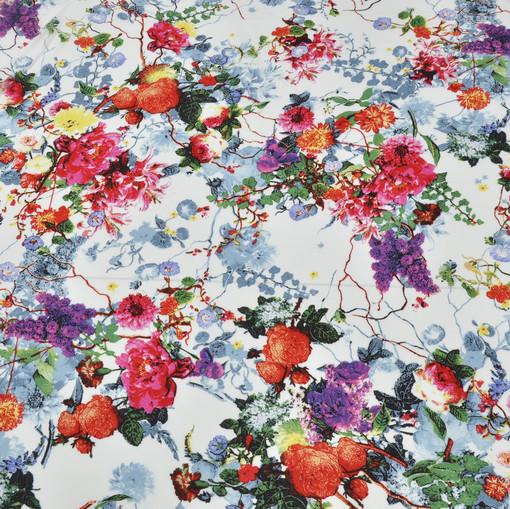 Вискоза белая с розами красного, сиреневого, голубого и желтого цветов