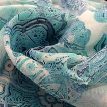 Муслин принт голубые цветы на белом фоне