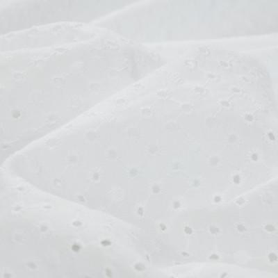 Рубашечный хлопок ришелье белого цвета в мелкие кружки