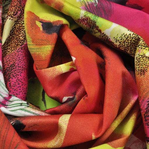 Хлопок костюмно-плательный с темно-красными крупными цветами