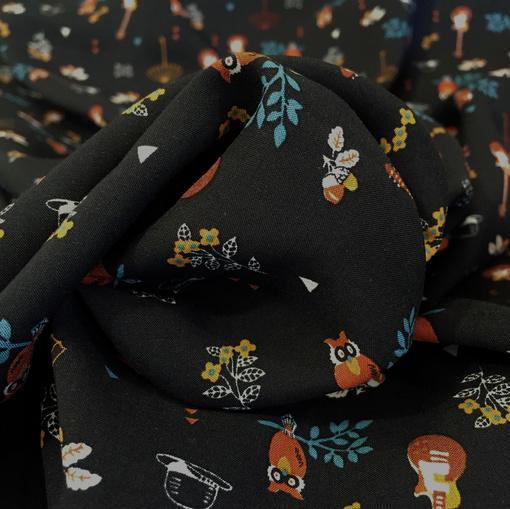Вискоза плательная мягкая принт D&G мелкие предметы на черном фоне