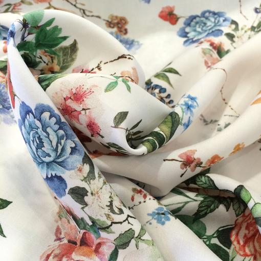 Вискоза плательная принт Blumarine цветочные композиции на белом фоне