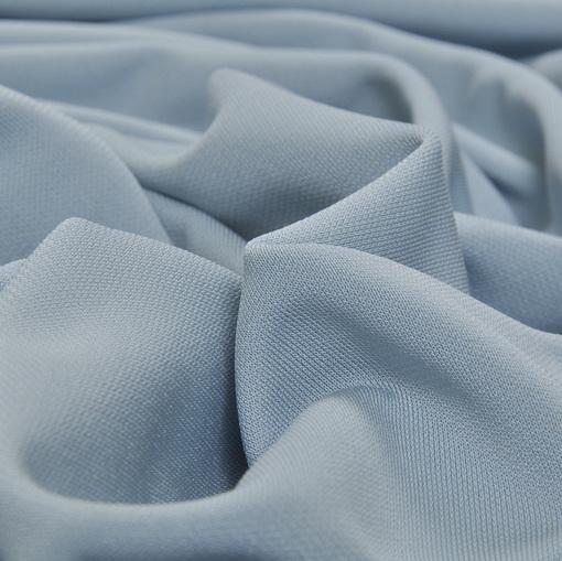 Плотная скользкая плательная вискоза стрейч голубого цвета