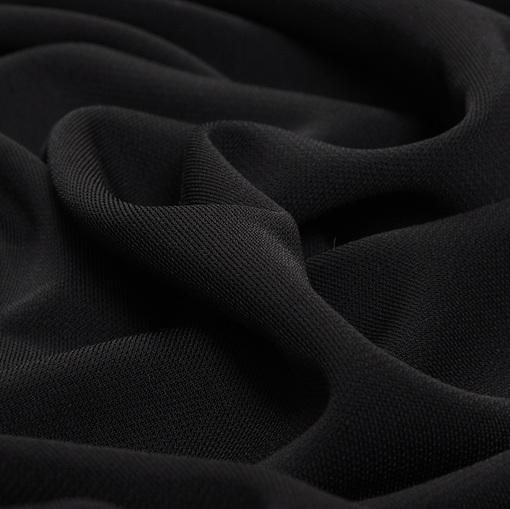 Плотная скользкая плательная вискоза стрейч черного цвета