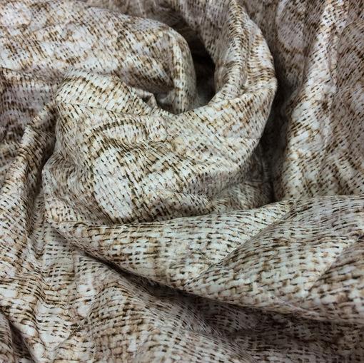 Ткань курточная стеганная тонкая принт розы на рогожке