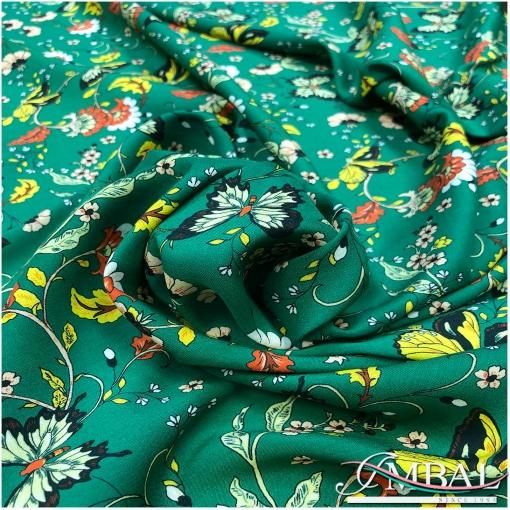Вискоза плательная тонкая принт бабочки и цветы на зеленом фоне
