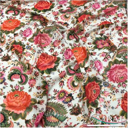 Батист хлопковый принт алые розы и россыпь цветов на пудровом фоне