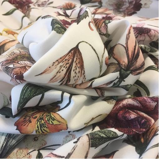 Вискоза мягкая плательная принт D&G цветы на молочном фоне