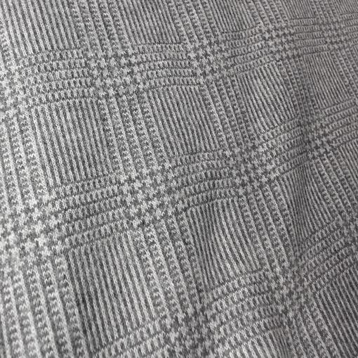 Джерси в клетку из гусиных лапок серого цвета