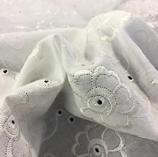 Хлопок рубашечный белый с вышитыми цветами и вензелями