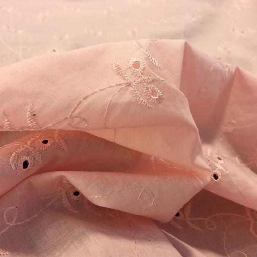 Хлопок стрейч вышитый вишенки на розовом