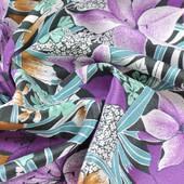 Атлас плательный с фиолетовыми цветами