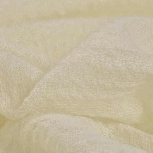 Марлевая шерсть молочного цвета
