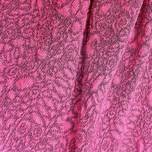 Нарядный трикотаж жаккард ярко-розового цвета с люрексом