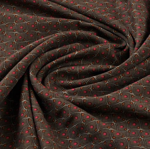 Шелковый креп-сатин стрейч кофейного цвета с серо-красным рисунком