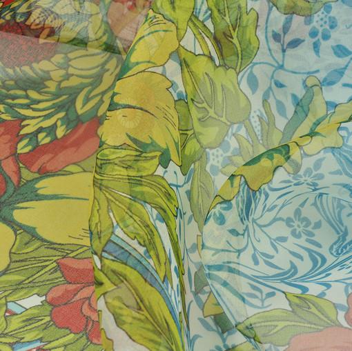 Шелковая органза с цветочным рисунком с бирюзовых, салатовых и красных оттенках.